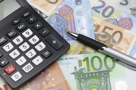 Geld und Taschenrechner © tech-studio, fotolia.com